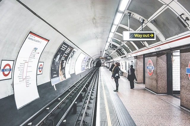 tube-london-underground-station