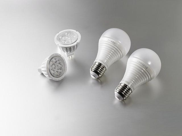 Fluorescent_light_bulbs