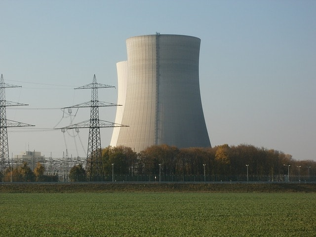 nuclear power plant advantages and disadvantages essay
