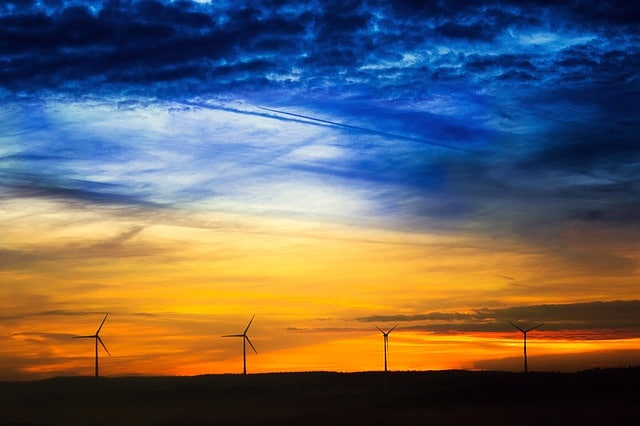 sunrise-sun-windräder-clouds-wind-turbine