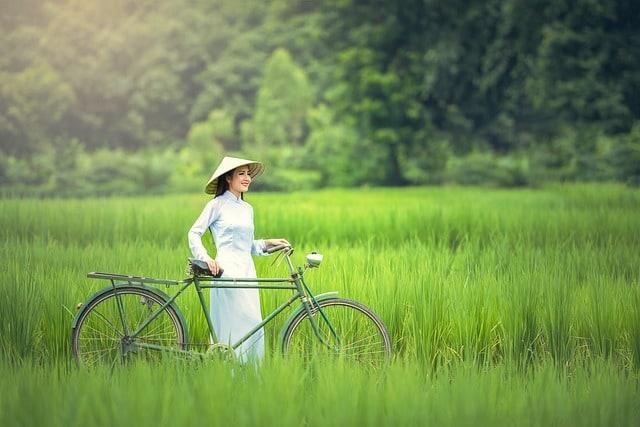 bicycle-woman-green-golf-club-hats