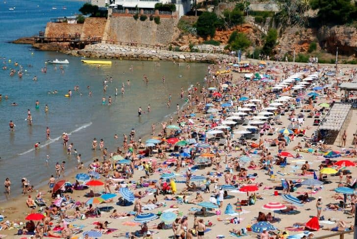 crowded-beach-near-sea-