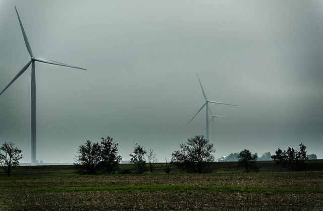 Wind_Turbines_In_Cloudy_Conditions