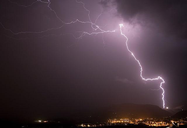 Lightning_in_sky