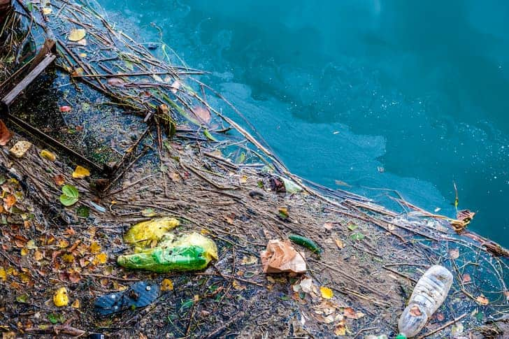 photo-water-pollution-old-garbage