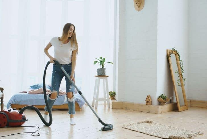 vacuum-cleaner-clean-room