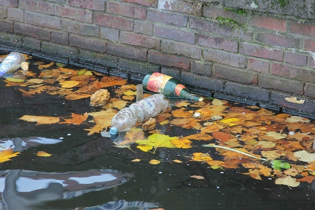 garbage-water-pollution-plastic