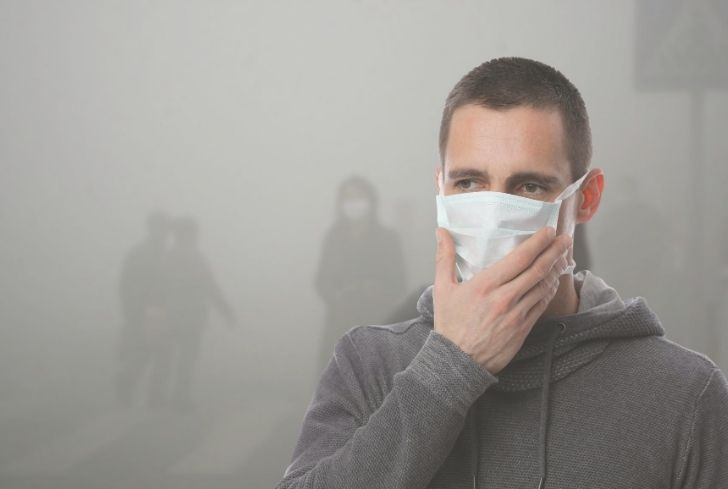 man-wearing-mask-in-air-pollution