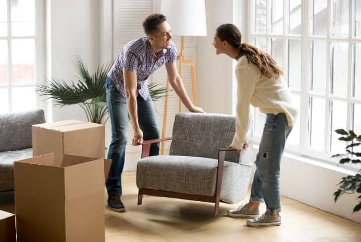 couple-carrying-furniture-together