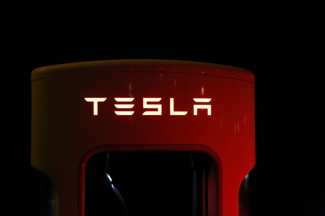 tesla-supercharger-battery-eco