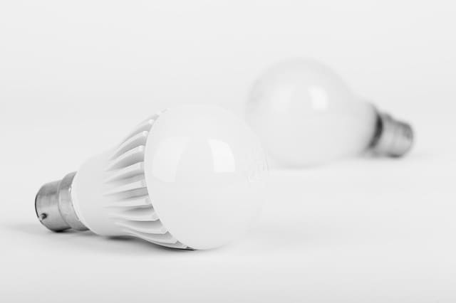 incandescent-led-light-bulb-energy