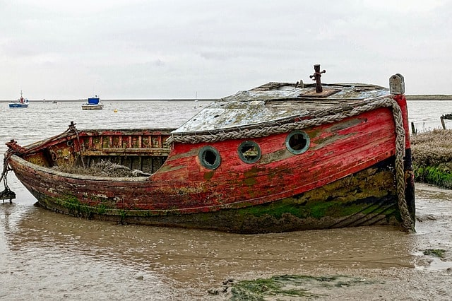 beached-boat-fishing-wreck-red