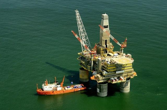 russia-oil-platform-rig-boat-ship