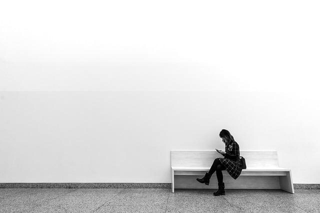 women-lay-monochrome-soledad-one