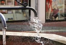 water-fountain-frisch-flow-wind