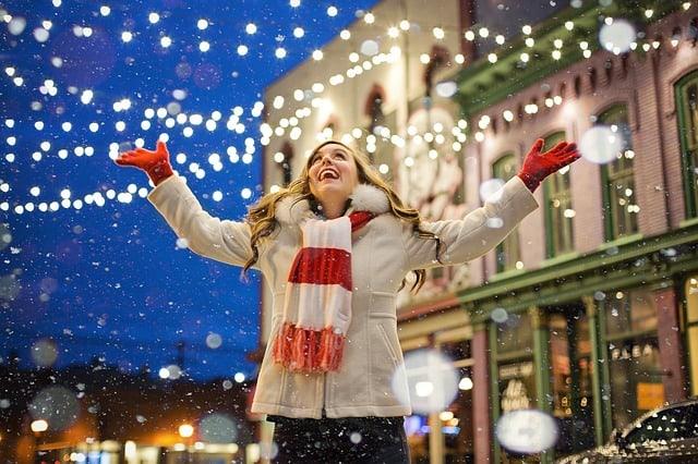 christmas-happy-woman-lights