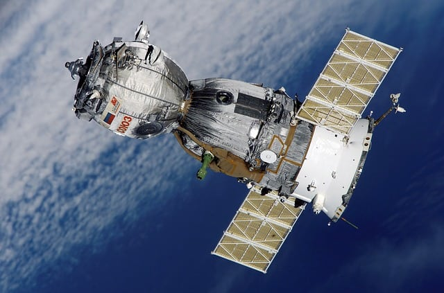 satellite-soyuz-spaceship