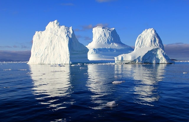 iceberg-water-sea-mirroring-nature-Greenland