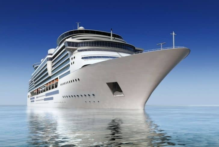 cruiseship-in-ocean