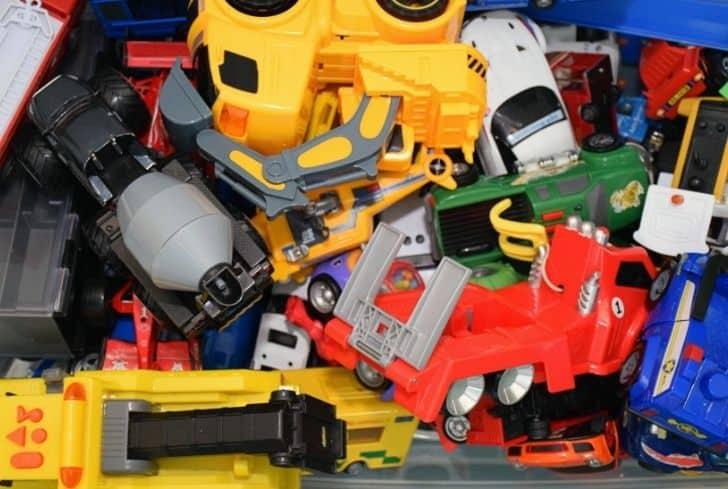 kids-plastic-toys