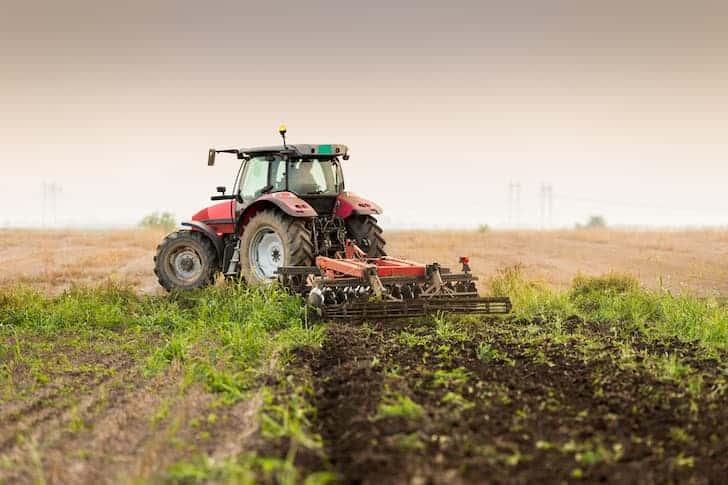 photo-tractor-plowing-a-field