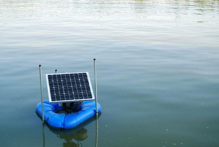 solar-panel-on-boat