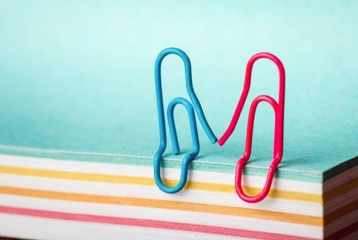 paper-clips-holding-hands