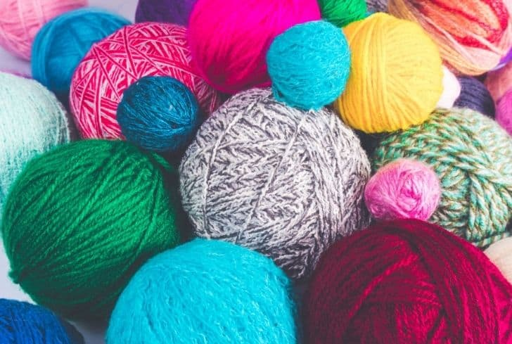 colored-balls-of-yarn