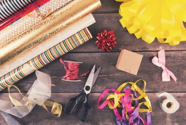 gift-wrapping-rolls