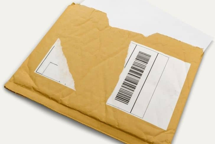 padded-envelope-with-white-paper