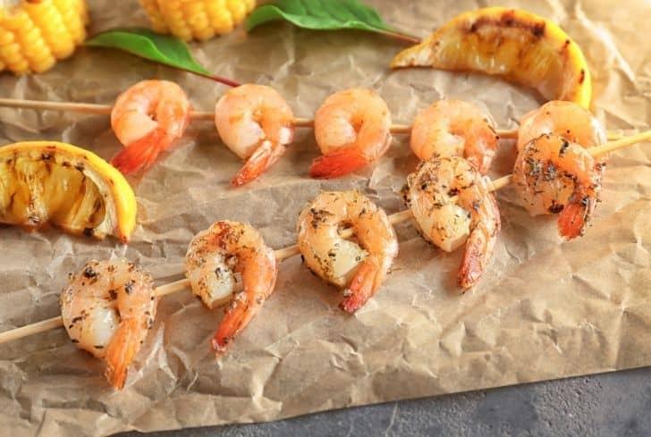 cooked-shrimps-on-parchment-paper
