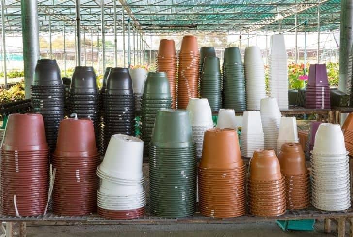 plastic-plant-pots