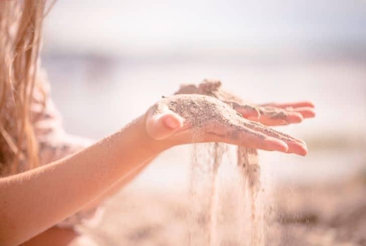 girl-holding-sand
